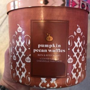NWT Bath and Body Works Pumpkin 🎃 Pecan Waffles 3 Wick Candle